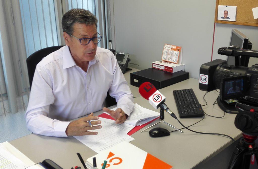 Miguel García, portavoz de Ciudadanos l'Hospitalet, durante una rueda de prensa