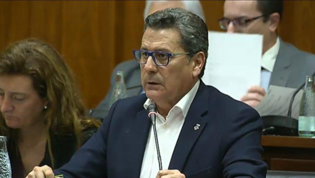 Miguel García, portavoz de Cs l'Hospitalet, durante el pleno municipal de enero