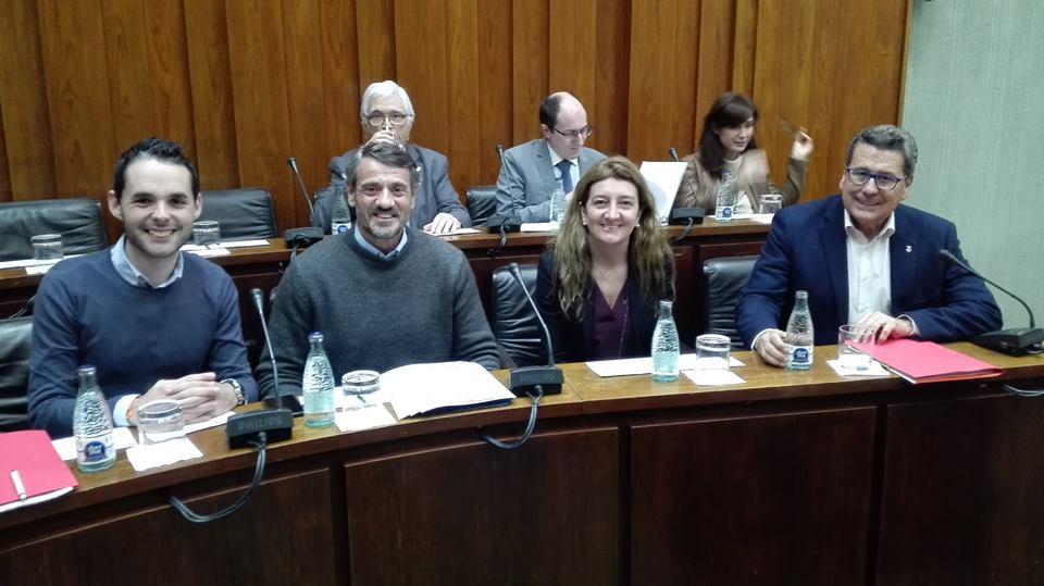 Los cuatro concejales de Ciudadanos (Cs) en l'Hospitalet momentos antes de iniciar el pleno municipal de enero