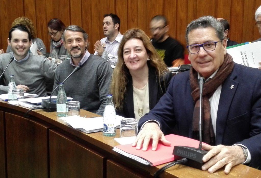 Los cuatro concejales de Cs en l'Hospitalet momentos antes de iniciar el pleno de marzo