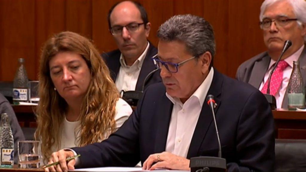 El portavoz de Cs l'Hospitalet, Miguel García, junto a la concejal Carmen Esteban