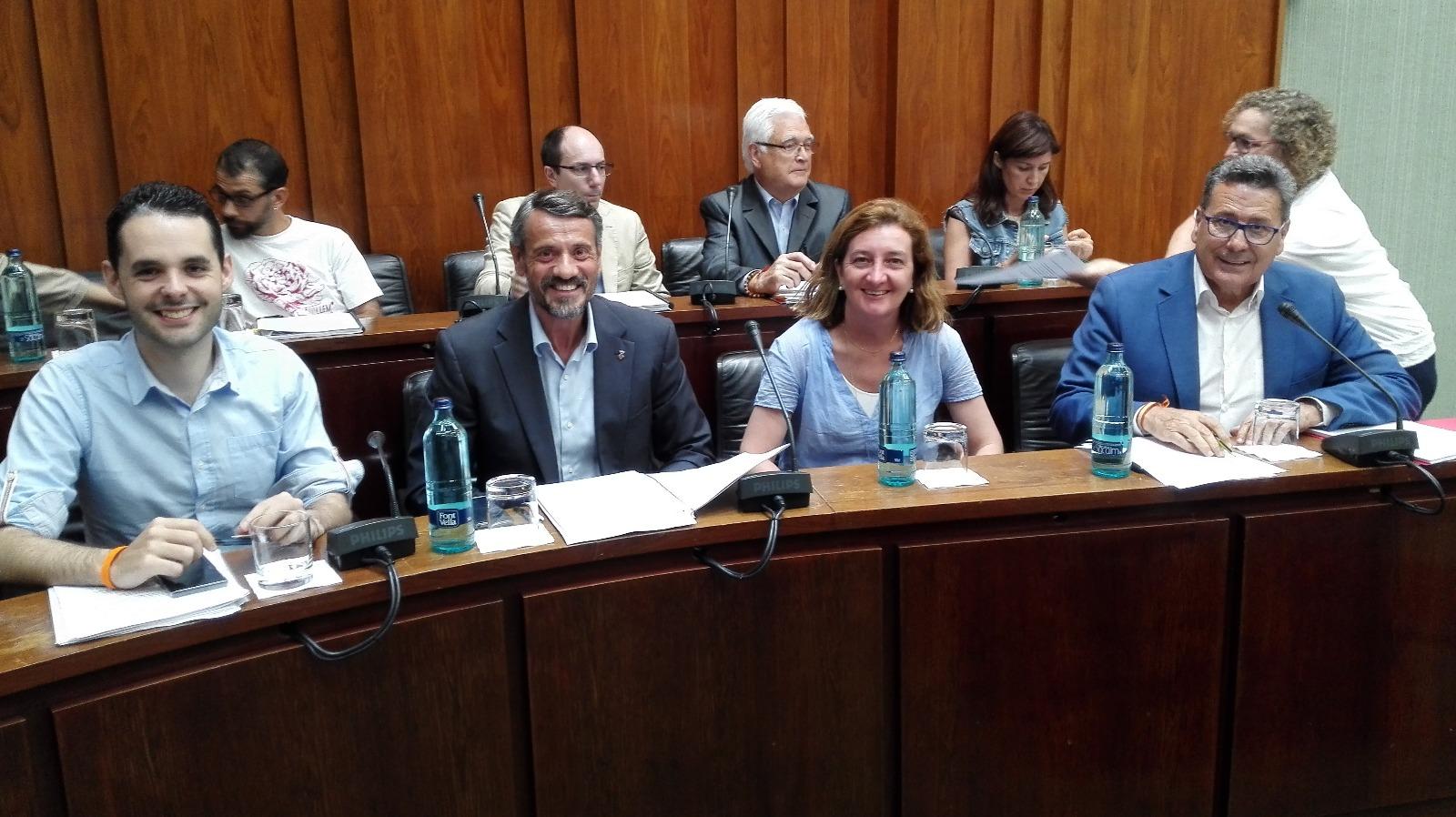 Los cuatro concejales de Cs l'Hospitalet momentos antes de empezar el pleno municipal de junio
