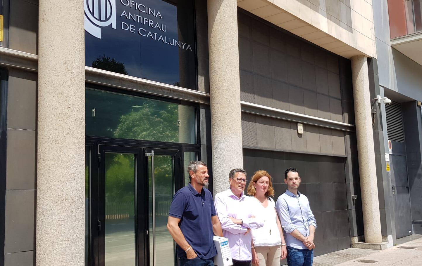 Los cuatro concejales de Cs lHospitalet presentan la denuncia en la Oficina Antifraude de Catalunya