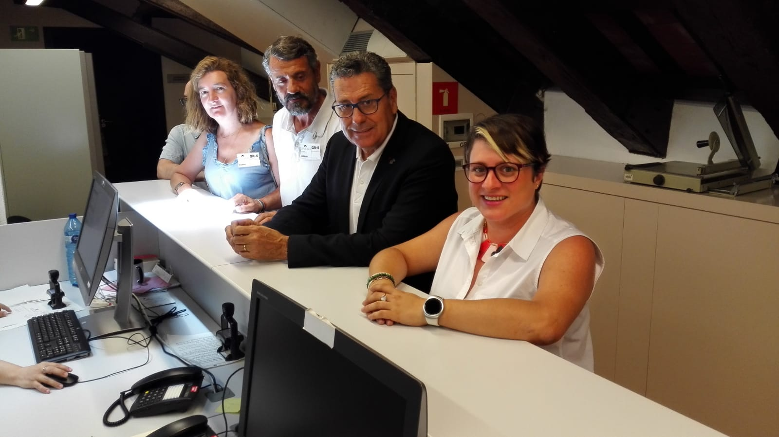 La diputada de Cs, Noemí de la Calle, junto al portavoz de Cs l'Hospitalet, Miguel García, y los concejales Rainaldo Ruiz y Carmen Esteban