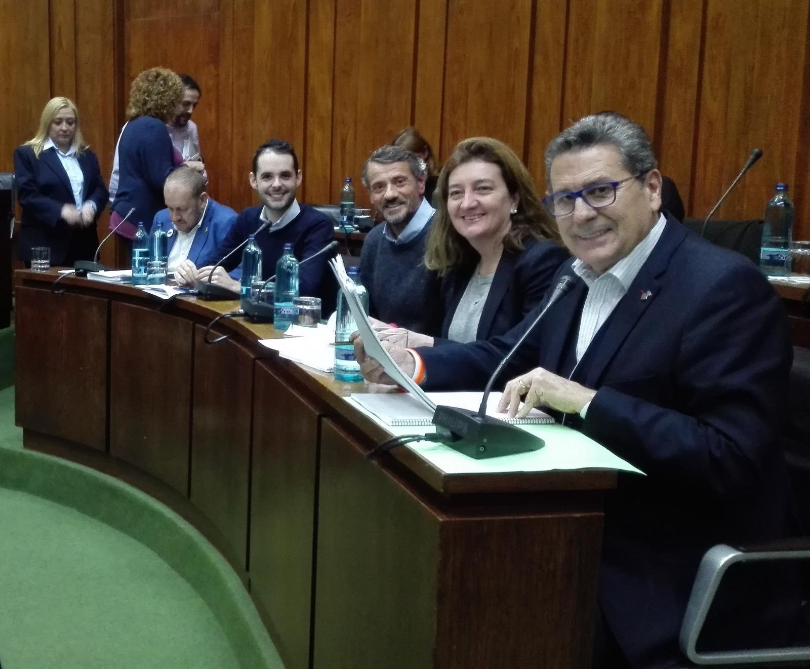 Los cuatro concejales de Cs l'Hospitalet momentos antes de iniciar el pleno municipal de noviembre