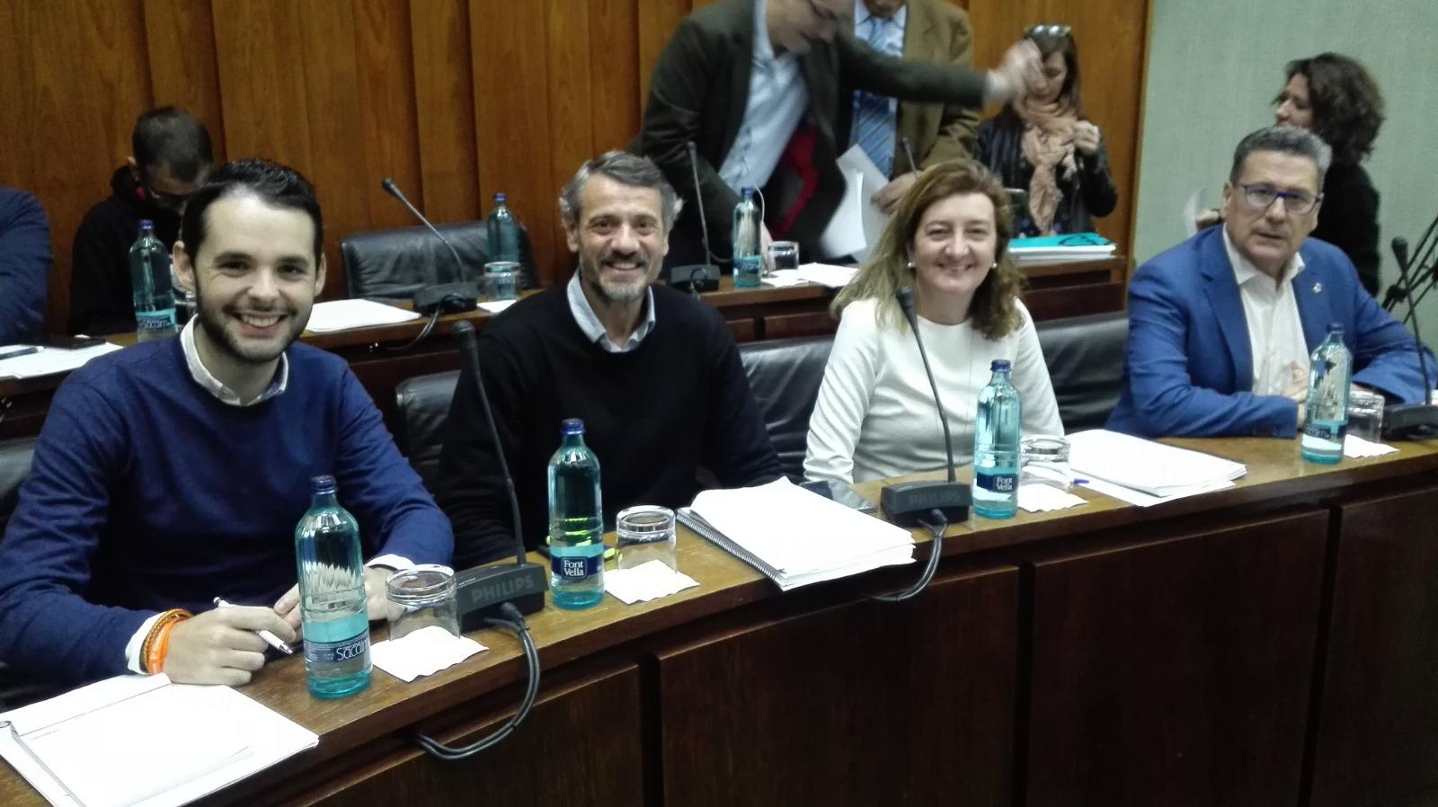 Los cuatro concejales de Cs l'Hospitalet momentos antes de iniciar el pleno municipal de diciembre