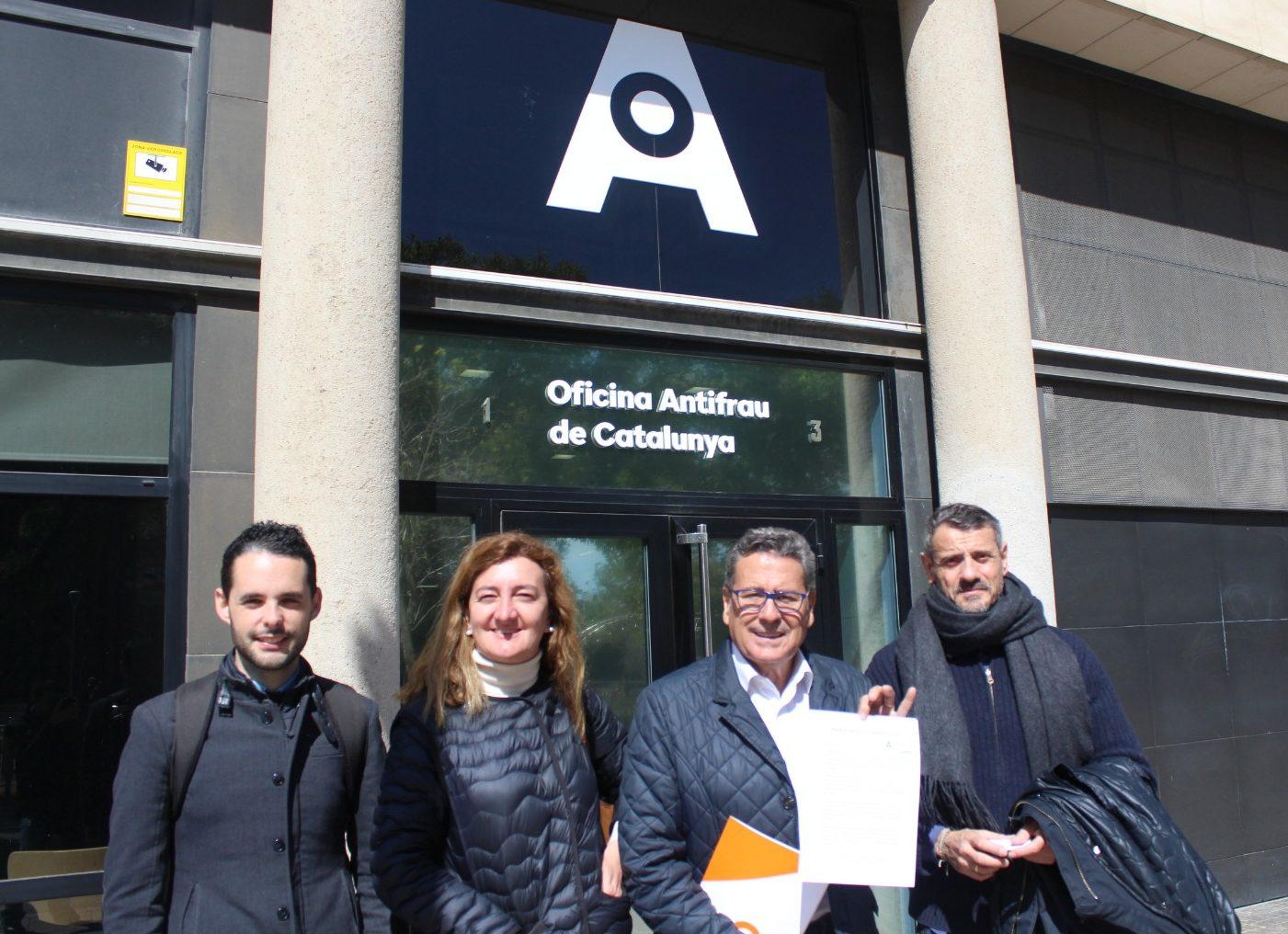 Los cuatro concejales de Ciudadanos lHospitalet presentan la denuncia en la Oficina Antifraude