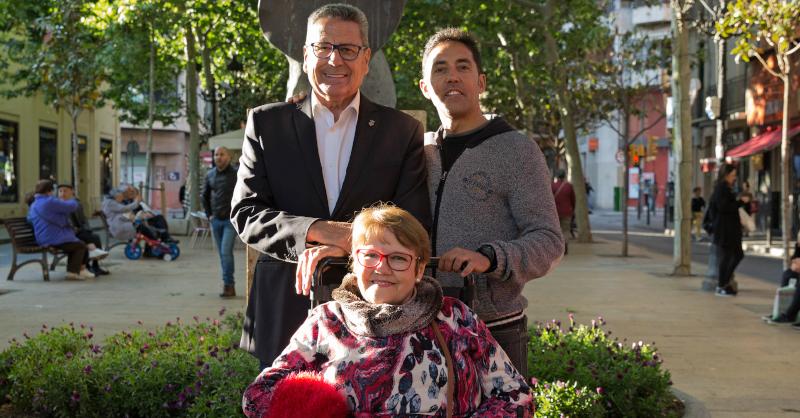 El candidato a la alcaldía de l'Hospitalet, Miguel García, junto a Dolores Arcos e Iván Hompanera