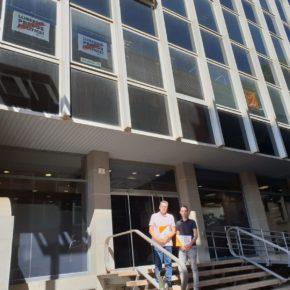 Cs l'Hospitalet denuncia ante la Junta Electoral al Ayuntamiento por permitir pancartas independentistas en su fachada